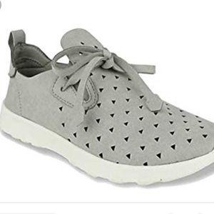 Adorable slip on sneakers sz 7.5